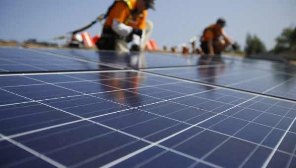 Pros-and-Cons-of-installing-Solar-Panels-in-your-home